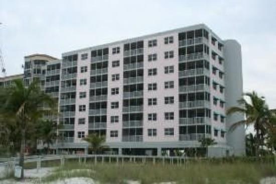 Estero Island Beach Villas: Exterior