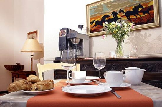 Mistral: Breakfast room