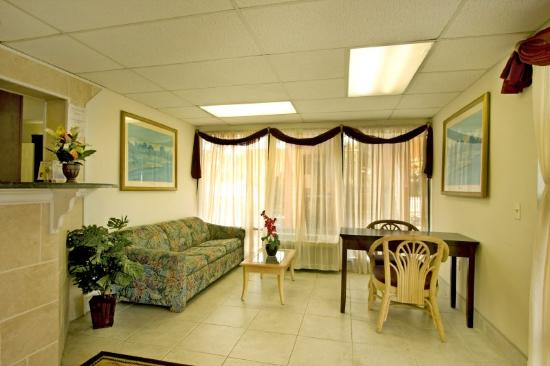 Sunstate Inn & Suites : Lobby