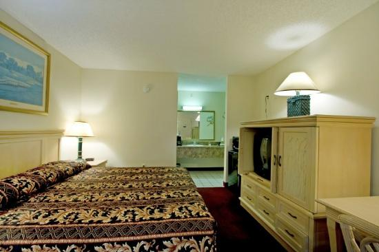 Sunstate Inn & Suites : King Room 2