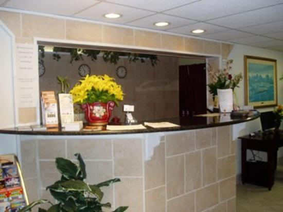 Sunstate Inn & Suites : Lobby View