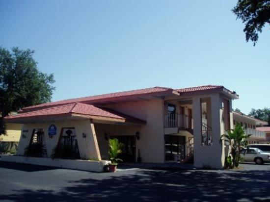 Americas Best Value Inn & Suites: Exterior View