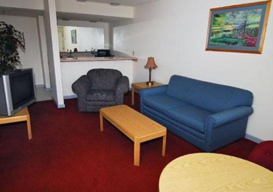 Econo Lodge Inn & Suites Bellingham: Guest Room -OpenTravel Alliance - Guest Room-