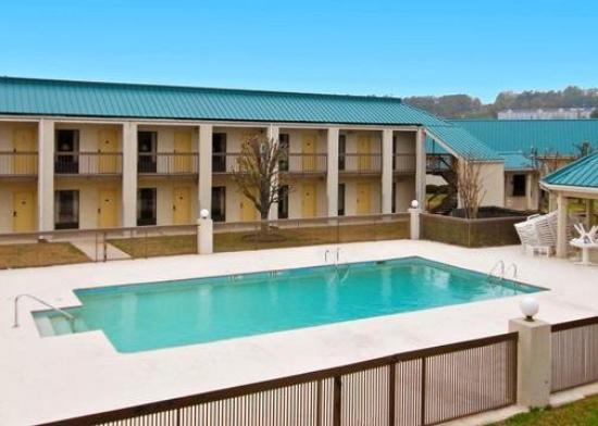 Econo lodge homewood birmingham updated 2017 prices for Pool show birmingham