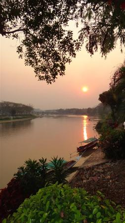 Wiang Indra Riverside Resort: The river view