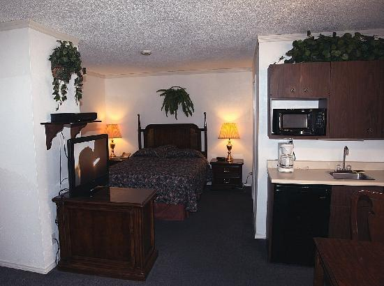 Americas Best Value Inn & Suites - Lancaster: suite another view