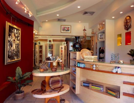 Kapok Hotel: Lobby Level Shop