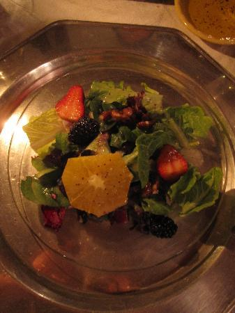 Osceola Mill Restaurant, B&B and Cabins: Salad w/ fruit & candied pecans