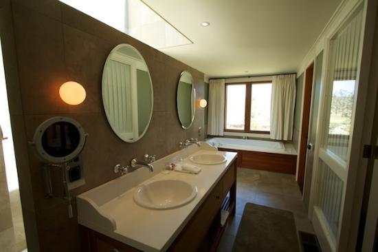 Emirates One&Only Wolgan Valley: The bathroom in the Wollemi suite.