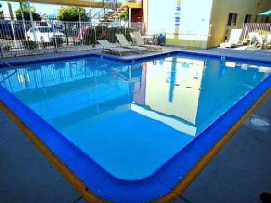 Howard Johnson Inn And Suites San Diego Area/Chula Vista : Pool