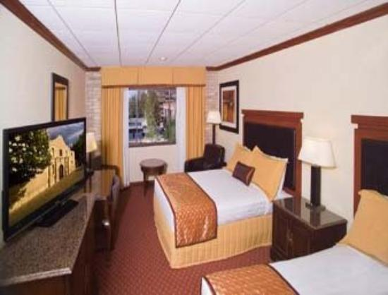 Riverwalk Plaza Hotel & Suites: Room With River View Needs