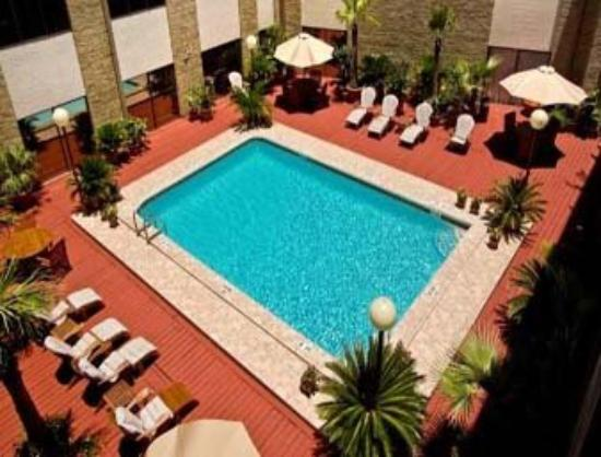 Riverwalk Plaza Hotel & Suites: Courtyard Pool
