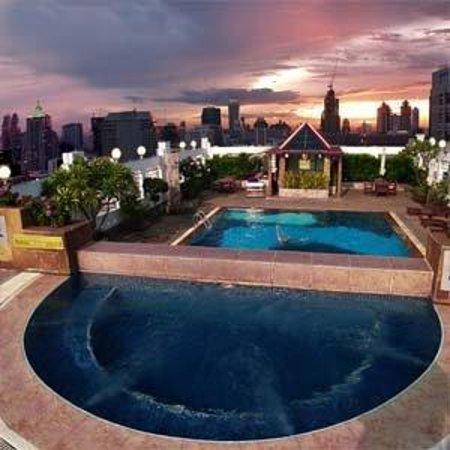 Zenith Sukhumvit Hotel Bangkok: Pool View