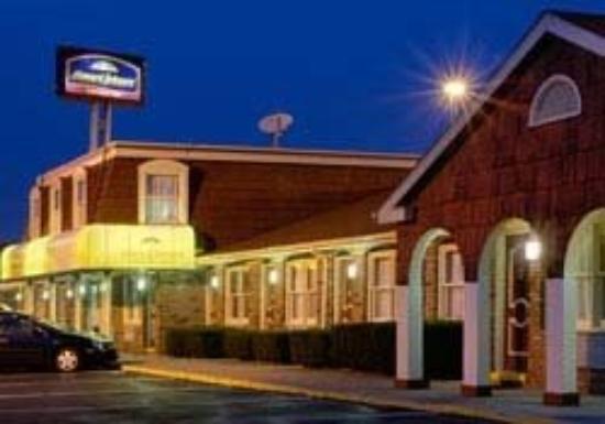 Howard Johnson Express Inn - Brunswick : Exterior