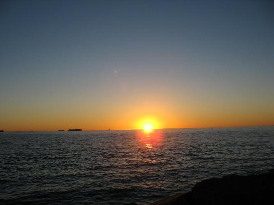 Cottesloe Beach: Sunset over the Indian Ocean and Rottnest Island.