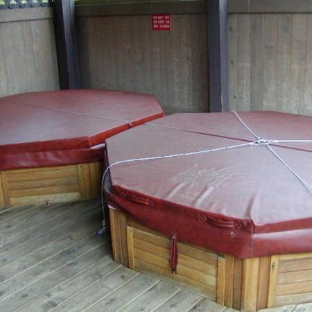 Tarnlanding Condos : Hot Tubs