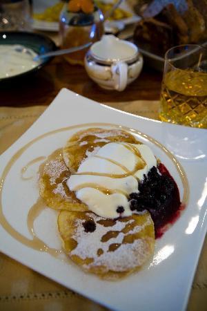 Kamahi Cottage: lemon-infused pancake, berries & cream