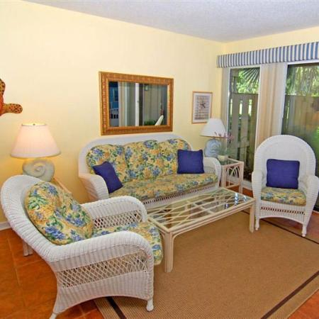 Water Oaks At Palmetto Dunes: Living Room