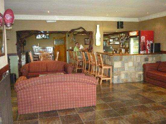 Qunu Falls Lodge: Bar Area