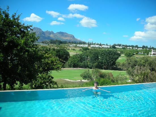 De Zalze Lodge: Beautiful pool and views