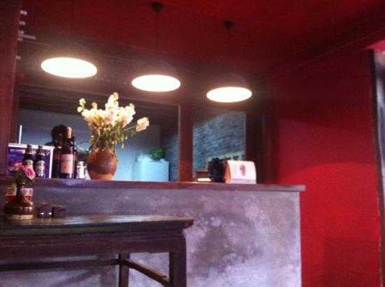 Lijiang Flower Inn: 櫃台