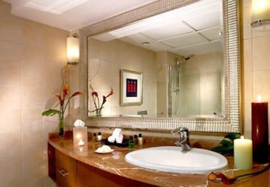 Marriott Executive Apartments Dubai, Green Community : Bathroom