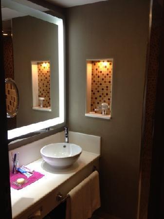 Crowne Plaza Riyadh Minhal : bathroom 1