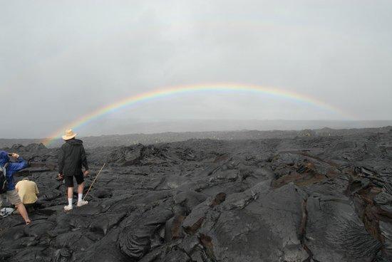 Puʻu ʻOʻo Trail : Rainbow over Pu'u Oo lava field