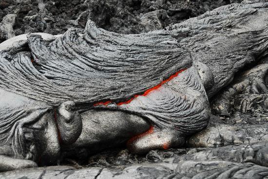 Puʻu ʻOʻo Trail : Lava flow