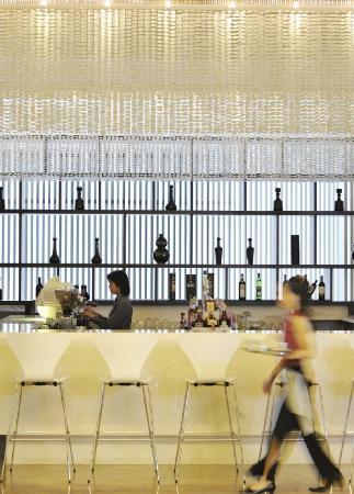 Shekou Haitao Hotel: Latitude 18 - Lobby Bar