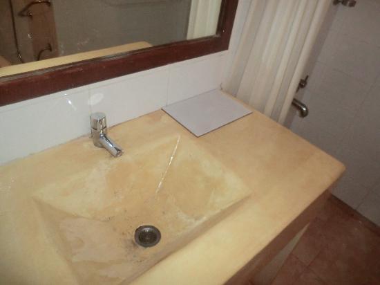 Casablanca : lévier salle de bain