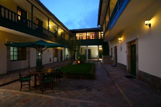 Casa Andina Classic Cusco Koricancha: Courtyard Night