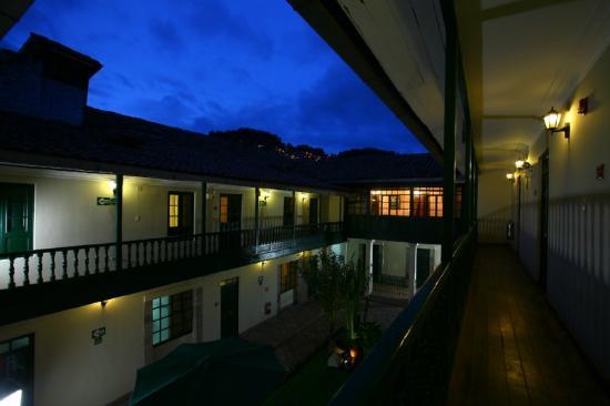 Casa Andina Classic Cusco Koricancha: Courtyard Night