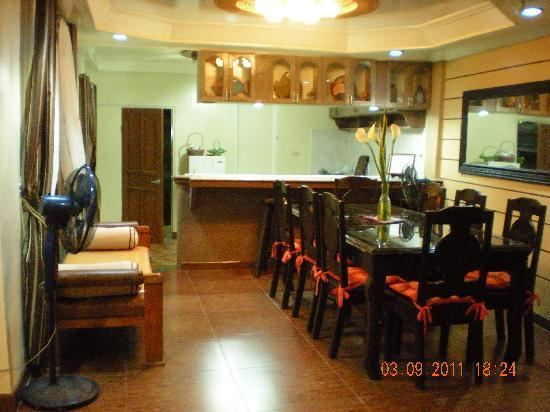 Bay Natuh Bed and Breakfast: Dining area