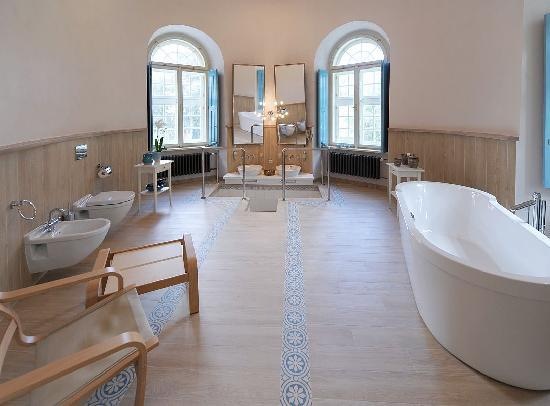 Chateau Heralec - Boutique Hotel & Spa by L'OCCITANE : Presidential Suite bathroom