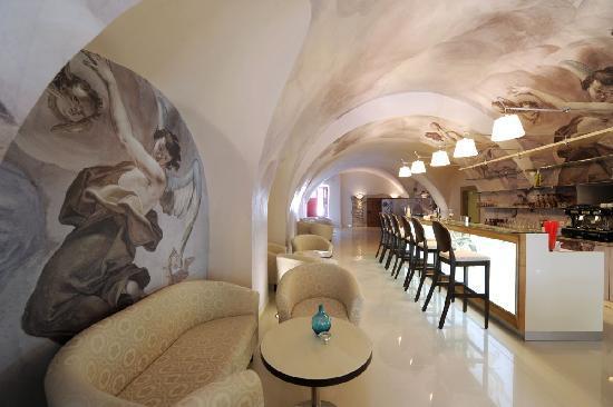 Chateau Heralec - Boutique Hotel & Spa by L'OCCITANE: Bar