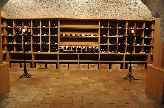 Chateau Heralec - Boutique Hotel & Spa by L'OCCITANE: Wine cellar