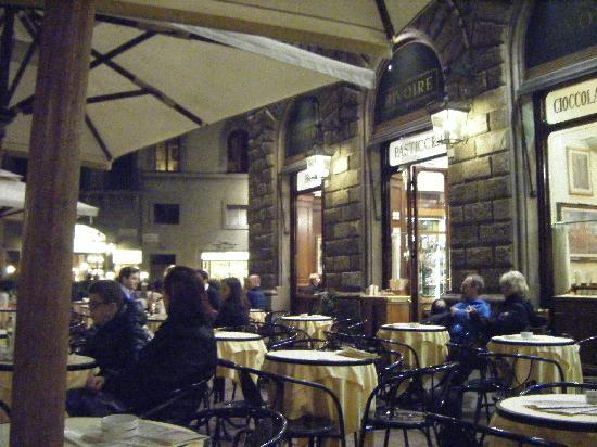 Plaza de la Señoría: Muitos restaurantes ao redor.