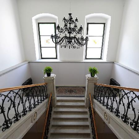 Chateau Heralec - Boutique Hotel & Spa by L'OCCITANE: Stairway