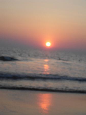 Sea Win Resort: Sunset on Varkala Beach