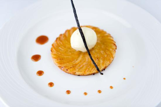 AOC French Brasserie: Apple Tart