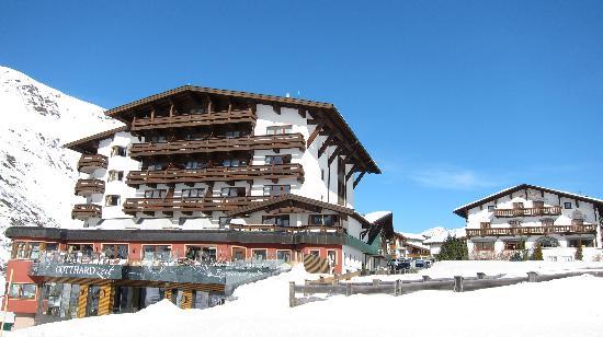 Hotel Gotthard-Zeit: Hotel direkt an der Piste