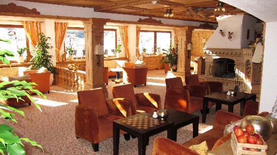 Hotel Gotthard-Zeit: Lounge mit offenem Kamin