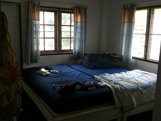 Muan Baan: nice bedroom with balcony at the front (noisy though)