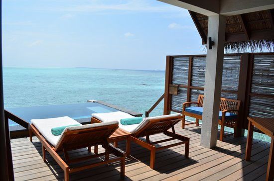 Four Seasons Resort Maldives at Landaa Giraavaru: Our deck.  Room 419