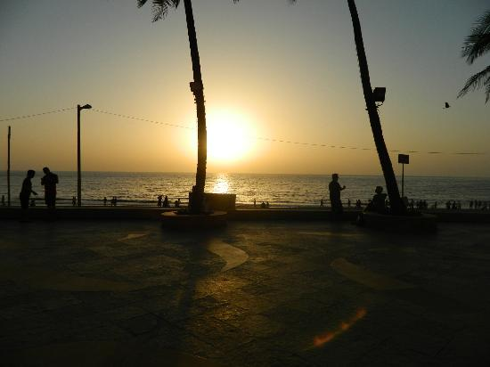 Sun-n-Sand Hotel, Mumbai: Sunset from hotel terrace.