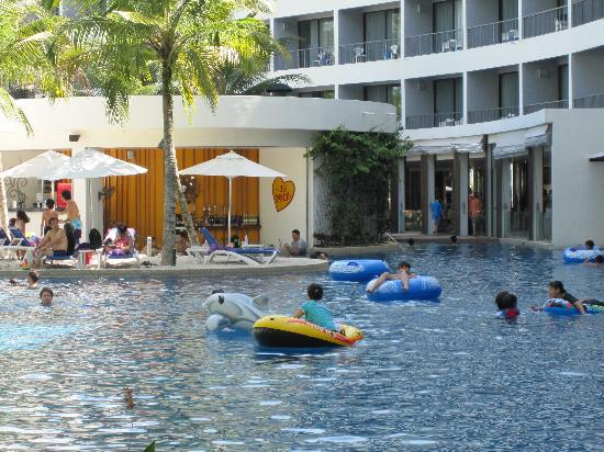 Part of Swimming Pool and wetbar - Picture of Hard Rock ...