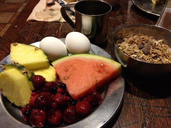 Konstan Möljä : had bacon, sunny side & hard boiled eggs, bread, cereal, fruit, coffee, juice, meats, yogurt