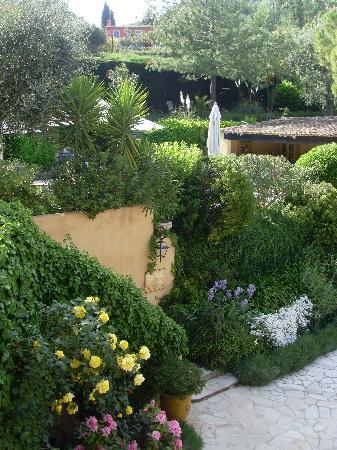 La Colline de Vence : Blüten im Garten