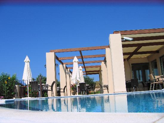 Livadaki Village Hotel: Around the pool